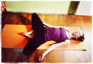 5 ejercicios de yoga relajante para una buena noche de sueño Supta-Baddhakonasana-Lying-Butterfly-Pose