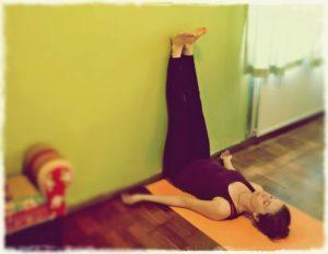 5 ejercicios de yoga relajante para una buena noche de sueño Legs-up-the-wall-pose